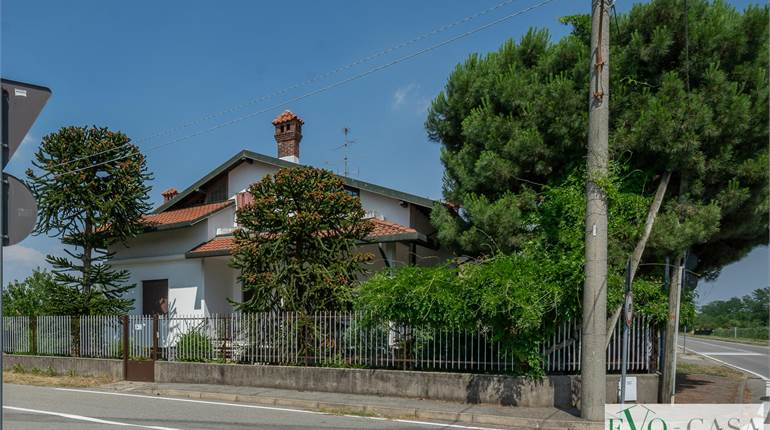 Villa for sale in Magnago