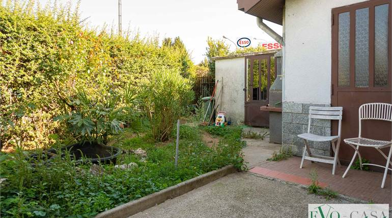 Town House for sale in Vanzaghello